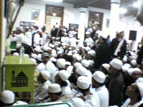 suasana di maqom al habis husein bib abu bakar al idrus