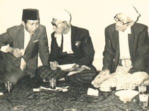 khbisri-syansuri-dan-kh-abdul-wahab-chasbulloh